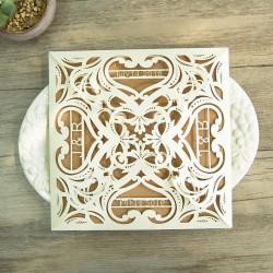 Faire-part ciselé baroque à cœurs 4 rabats ivoire et kraft